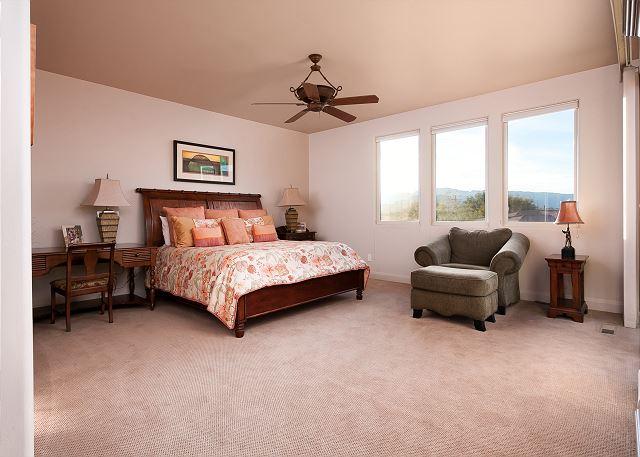 Master Bedroom 2nd Floor - King bed