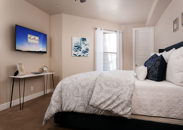 Master Bedroom - Cal King