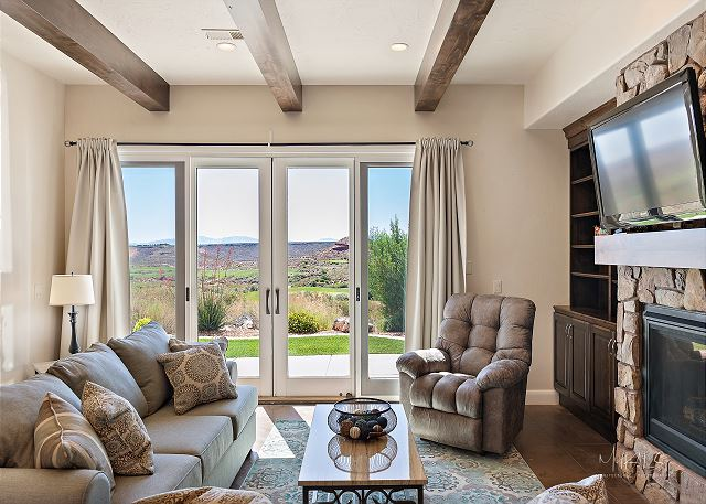 Living Room, golf veiws