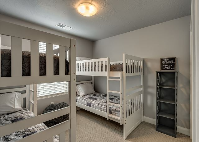 Fun bunk room - 2 sets of twin over twins