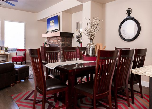 Dining Room seating for 8 at table