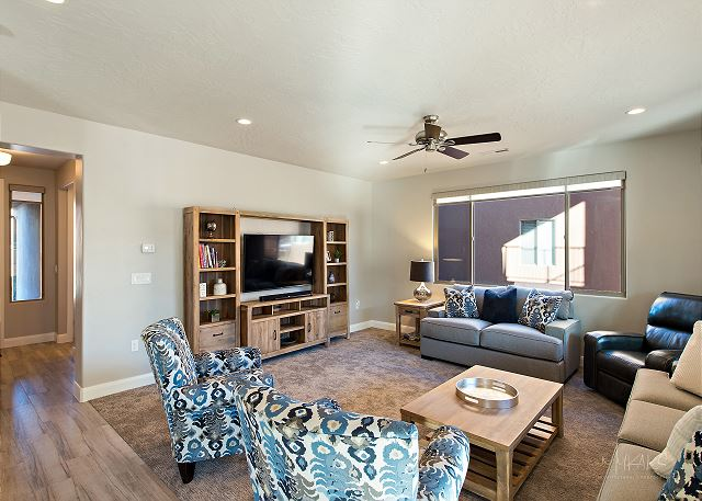 Living Room/Seating for 8/TV