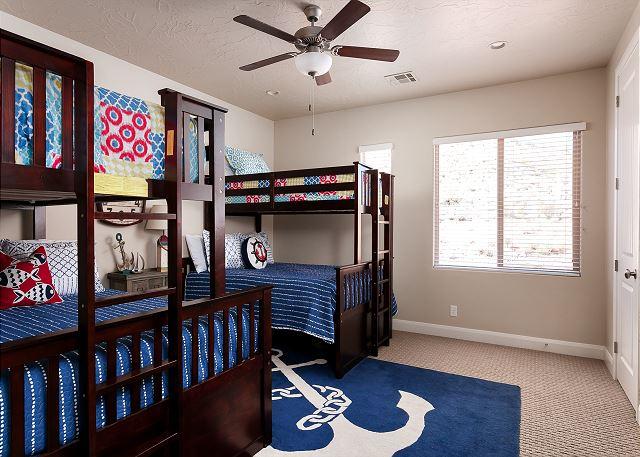 Bedroom 4 bunks, twins over fulls