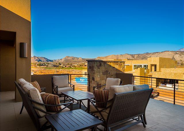2nd floor outdoor patio
