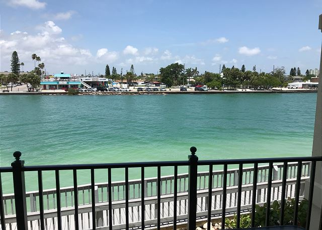 Land's End 204 building 4 Bay View / Gated Community / Balcony!