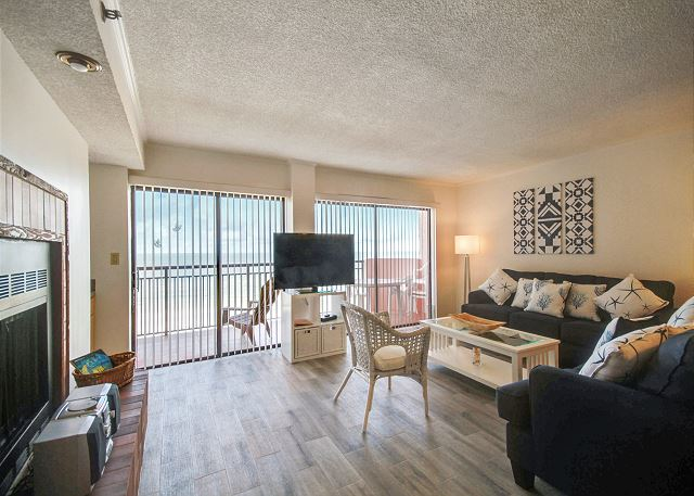 The Rose #503 - Beachfront condo overlooking the Gulf of Mexico! / Spacious!