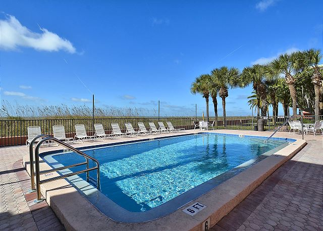The Rose 503 Beachfront condo overlooking the Gulf of Mexico! / Spacious!