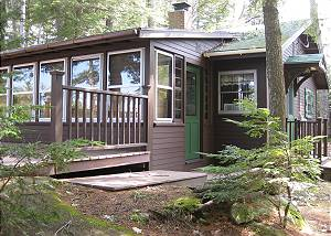 Cozy Waterfront Cottage on Lake Winn (CAS89W)