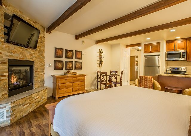 Grab your loved one and escape to this romantic suite, complete with HDTV, fireplace, king bed, and full kitchenette