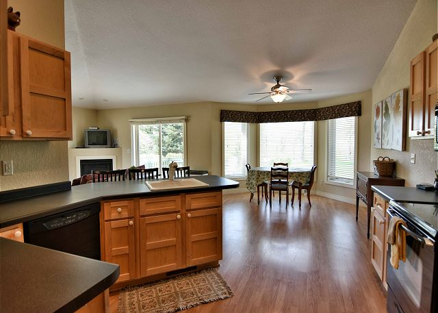 Unit 704 2 BD/ 2BA condo with garage