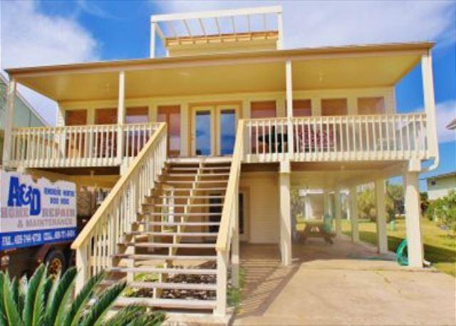 Unique & spacious 4 bedroom, 3 bath beachside home in Pirate's Beach! - Galveston, Texas