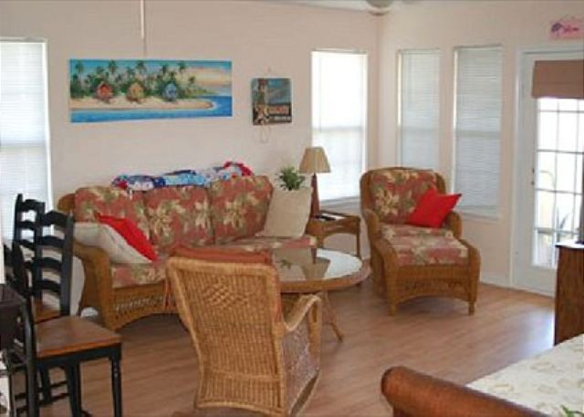 Attitude Adjustment is a great beach-side house located in Sunny Beach! - Galveston, Texas