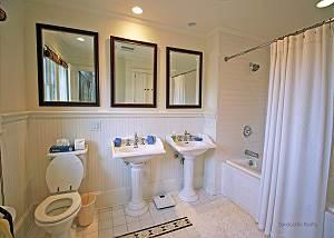 King bedroom bathroom