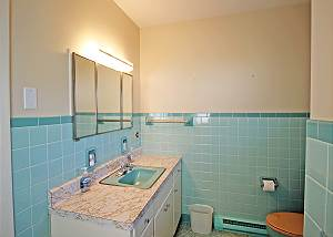 Twin bedroom bathroom