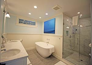1st Floor Master Bathroom