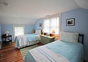 2nd floor twin bedroom