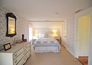 2nd Floor Queen guest bedroom