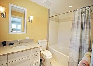 First floor Twin bedroom bathroom