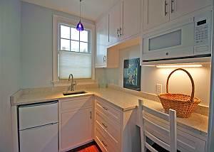 Suite bedroom kitchenette