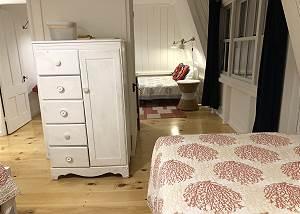 Second floor Twin bedroomQueen bedroom