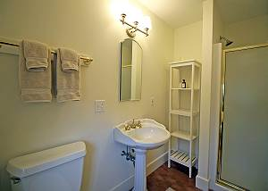 Second Master bedroom bathroom