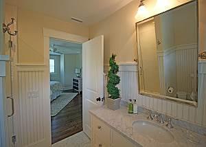 2nd Floor Queen Bathroom