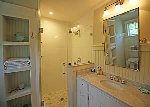 2nd Floor King Bathroom