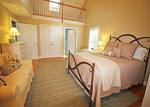 First floor Queen bedroom