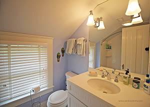 2nd floor shared hall bath with tubshower