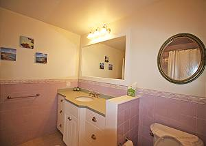 Queen bedroom bath