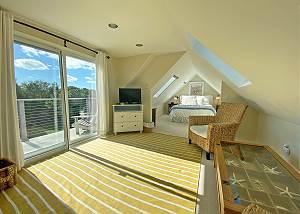 Third floor Queen bedroom