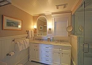 Second floor King bathroom