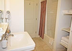 Second floor queen bedroom bath