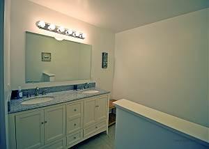First floor Queen bathroom
