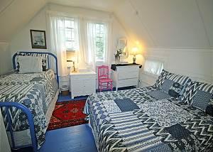 Second floor Queen  Twin bedroom