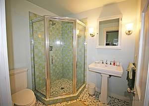 Second guest cottage bath