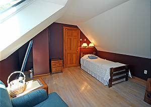 Second floor Twin bedroom