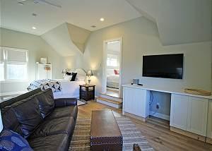Queen Suite Sitting Room