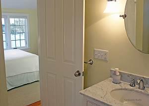 Second floor Queen bedroom bathroom