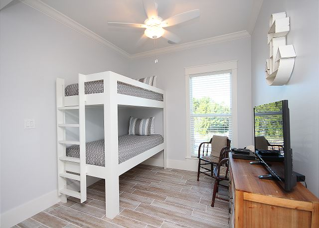 Additional Bunk Loft Space on Landing (sleeps 2)