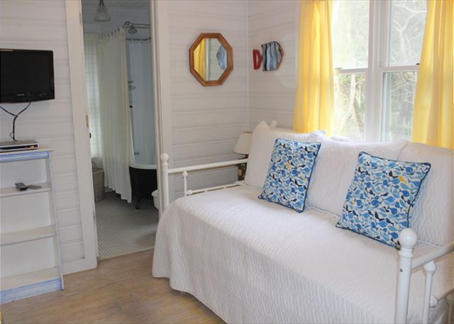 Downstairs Trundle Bed (sleeps 2) with TV (DVDs only)