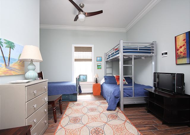Bunk Room on Upstairs Landing (sleeps 4) with TV