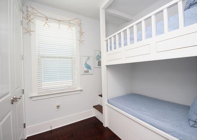 Built-In Bunk Room Upstairs