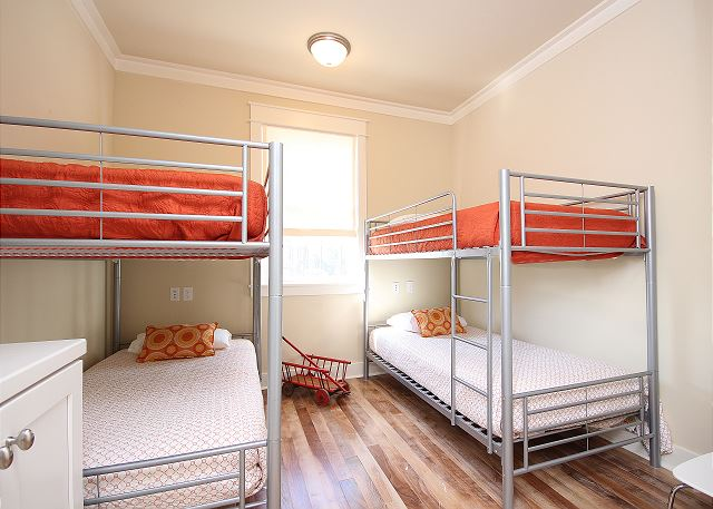 Dual Bunk Room (Sleeps 4)