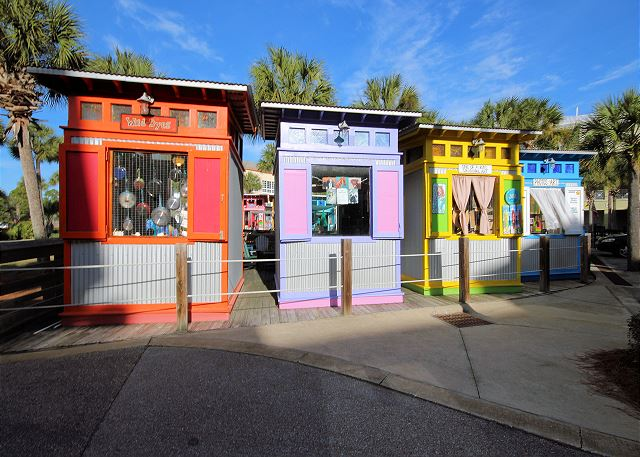 Gulf Place artistic pop-up shops!