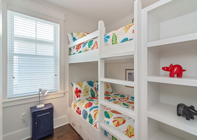 Dual Full Bunk Room (Sleeps 4)