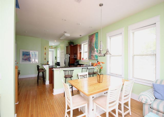 Eat-in Kitchen (dining space for 4)