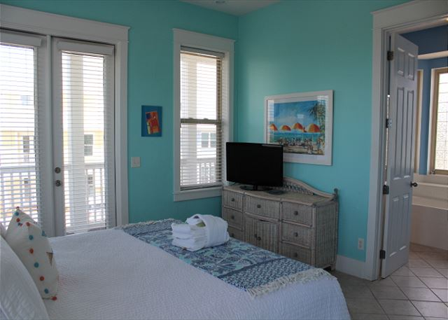 King Master Suite with Private Bath & Balcony Access