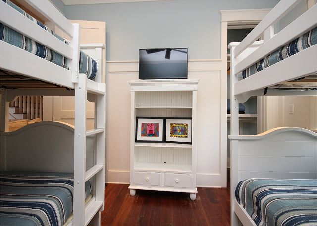 Bunk Room with Flat Screen TV (Sleeps 4)