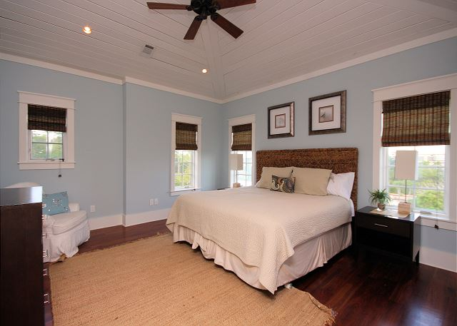 King Master Suite on 3rd Floor - Private Bath & Flat Screen TV